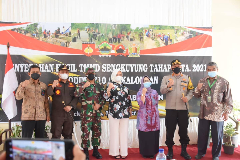 Ketua DPRD Kabupaten Pekalongan Dra. Hj. Hindun, MH Menghadiri Penutupan Kegiatan TMMD Sengkuyung III Tahun 2021