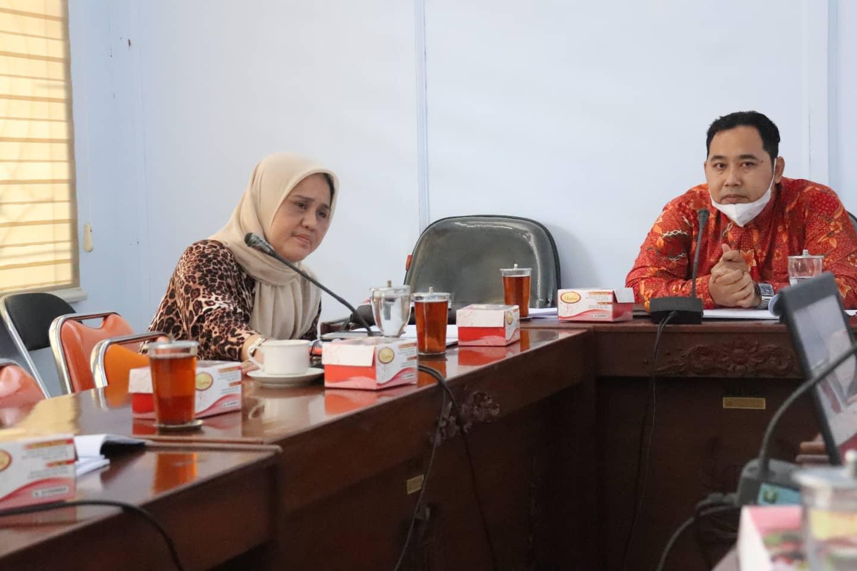Ketua Panitia Khusus II DPRD Kabupaten Pekalongan Samsul Bahri, S.Ag Memimpin Rapat Kerja Pansus II Membahas Raperda Tentang Penanggulangan Penyakit Menular dan Tidak Menular