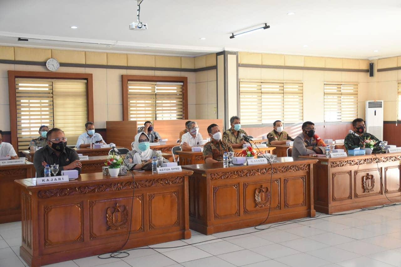 Ketua DPRD Kabupaten Pekalongan Dra. Hj. Hindun, MH Menghadiri Rapat Koordinasi Pembatasan Mobilitas Selama PPKM Darurat di Jawa dan Bali Secara Virtual